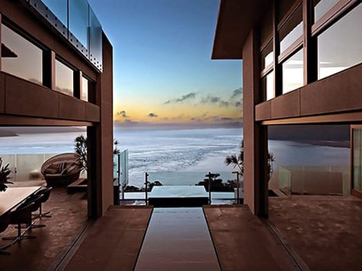 featured posts image for Suspended home over the Pacific Ocean