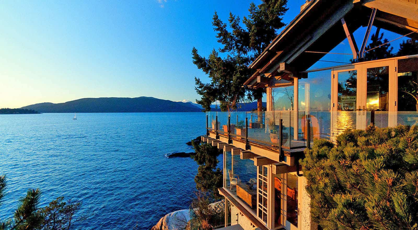 featured posts image for Spectacular waterfront dwelling in West Vancouver