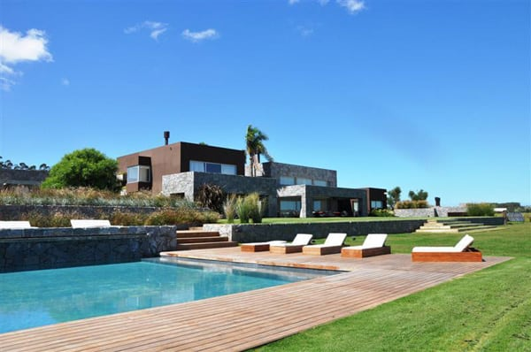 featured posts image for Majestic property overlooking a meadow in Uruguay