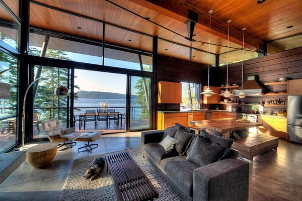 featured posts image for Cabin on a cliff overlooking Coeur D'Alene Lake