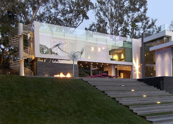Ultra modern summit house in beverly hills for Summit house