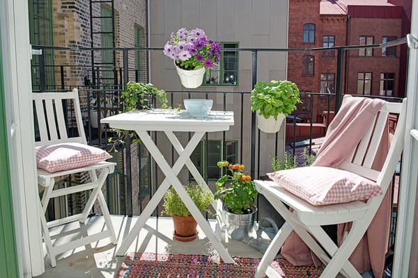 46 inspiring small veranda decorating ideas - Decoration balcon long et etroit ...