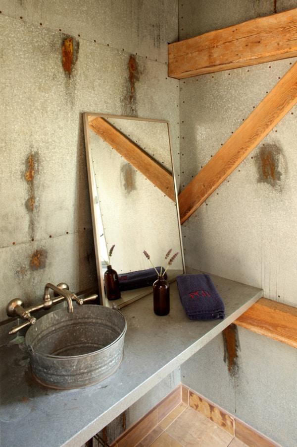 Rustic Barn Bathrooms-17-1 Kindesign