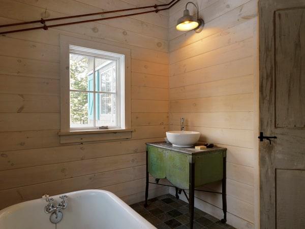 Rustic Barn Bathrooms-50-1 Kindesign