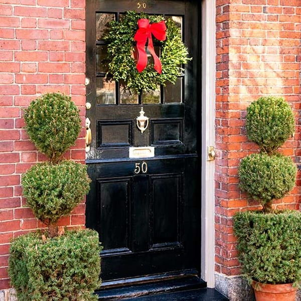 56 amazing front porch christmas decorating ideas for Decoration noel porte