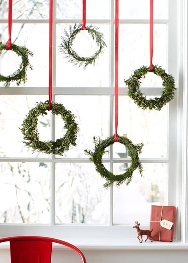 simple window wreaths