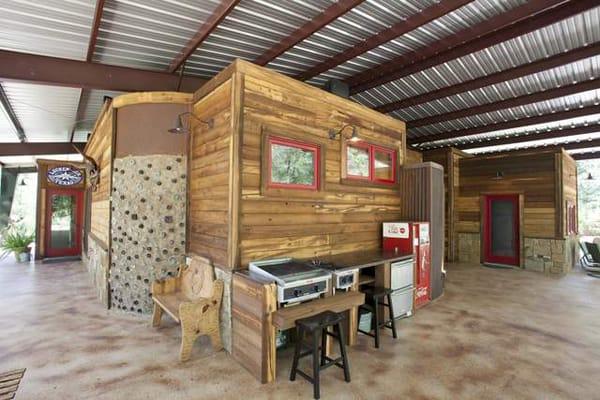 Rustic Modern Residence- Wright-Built-03-1 Kindesign