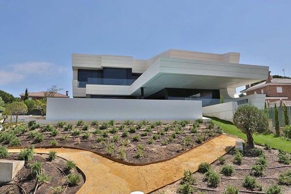 Balcony House-A-Cero-01-1 Kindesign