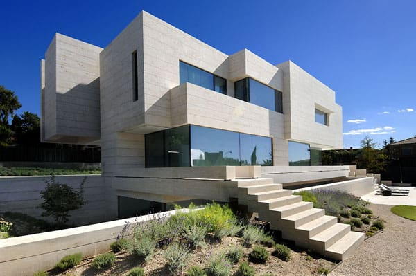 featured posts image for Dynamic House in Las Rozas integrating volumes in its structure