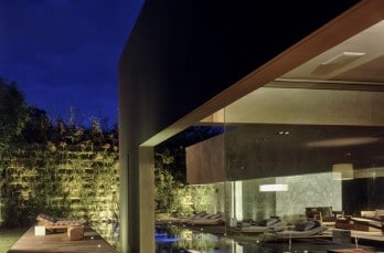 Integrating stone volumes in its structure: Casa Reforma