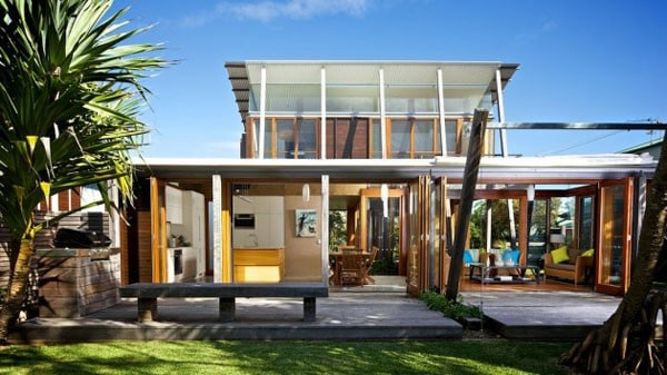 Currimundi Beach House-Loucas Zahos Architects-01-1 Kindesign