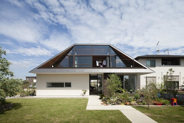 House with a Large Hipped Roof-Naoi Architecture-02-1 Kindesign