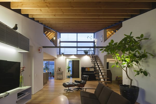 House with a Large Hipped Roof-Naoi Architecture-07-1 Kindesign