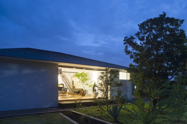 House with a Large Hipped Roof-Naoi Architecture-15-1 Kindesign