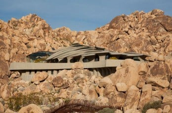 Organic modern estate in Joshua Tree: The Desert House