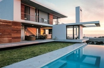 Sculptured holiday retreat in South Africa by SAOTA