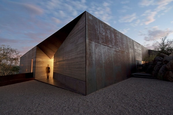 featured posts image for Concrete and rammed earth: Desert Courtyard House