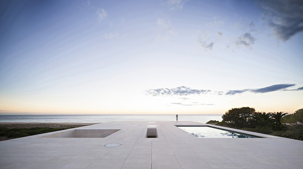 featured posts image for Erected like a jetty to the sea in Cadiz: House of the Infinite