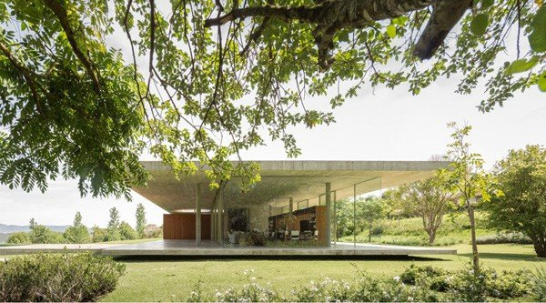 featured posts image for Modern concrete and glass dwelling in Brazil: Redux House