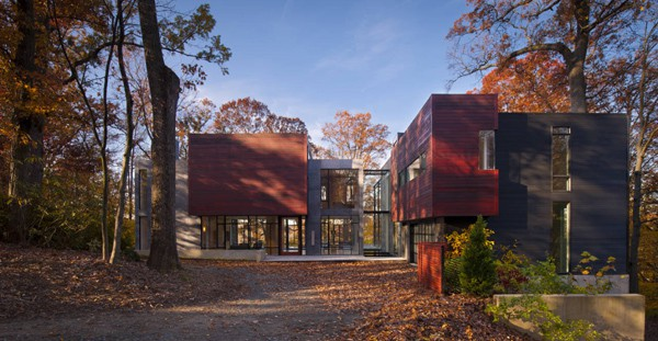 featured posts image for Beautiful residence surrounded by a wooded landscape