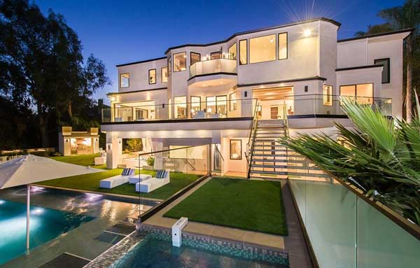 featured posts image for Luxurious modern interior scheme uncovered by this Brentwood Estate
