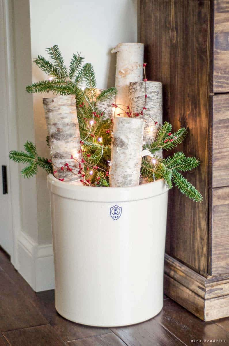 christmas-decorating-ideas-for-small-spaces-46-1-kindesign