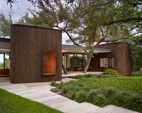 Modern and warm family home in austin lakeview residence for Austin house