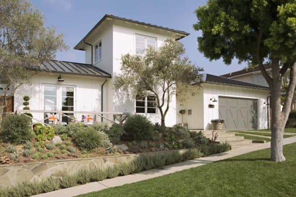 featured posts image for Modern farmhouse style tastefully decorated in Newport Beach