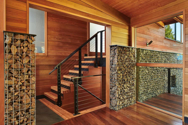 mountain-retreat-staircase