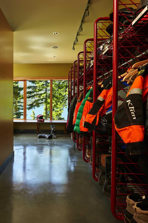 mountain-retreat-ski-room-storage