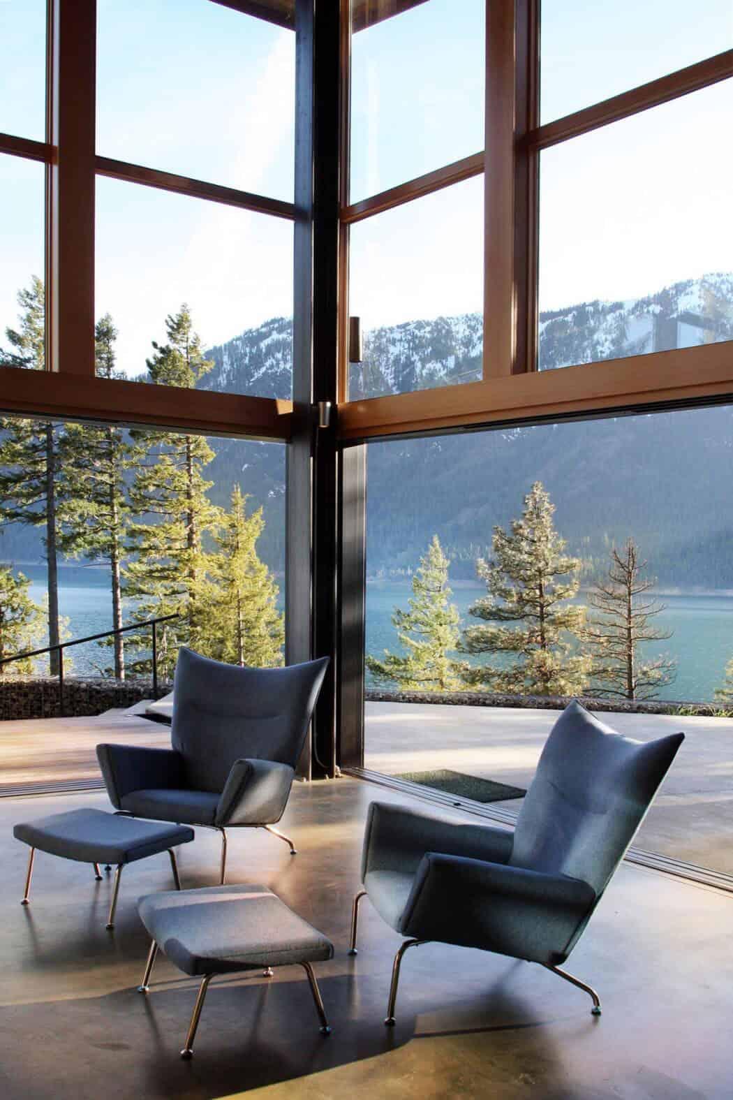 mountain-retreat-living-room-overlooking-lake