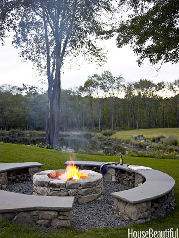 40 super cool backyards with cozy fire pits - Types fire pits cozy outdoor spaces ...