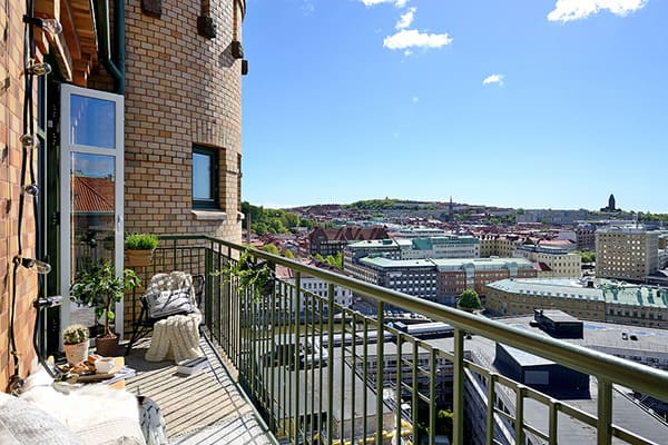 Stylish-Renovated-Apartment-Sweden-02-1 Kindesign