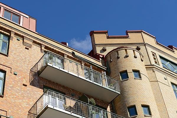 Stylish-Renovated-Apartment-Sweden-03-1 Kindesign