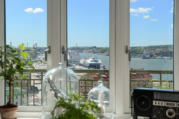 Stylish-Renovated-Apartment-Sweden-04-1 Kindesign