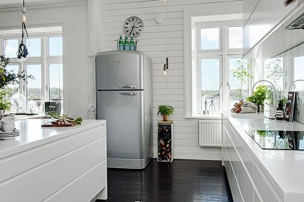 Stylish-Renovated-Apartment-Sweden-07-1 Kindesign