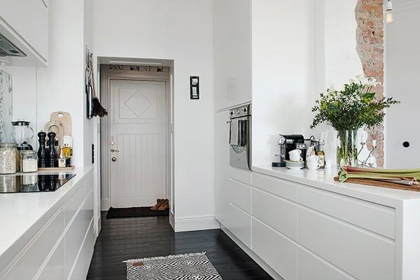 Stylish-Renovated-Apartment-Sweden-09-1 Kindesign