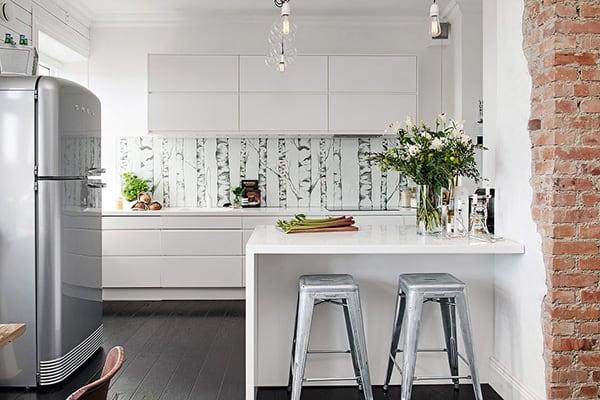 Stylish-Renovated-Apartment-Sweden-10-1 Kindesign