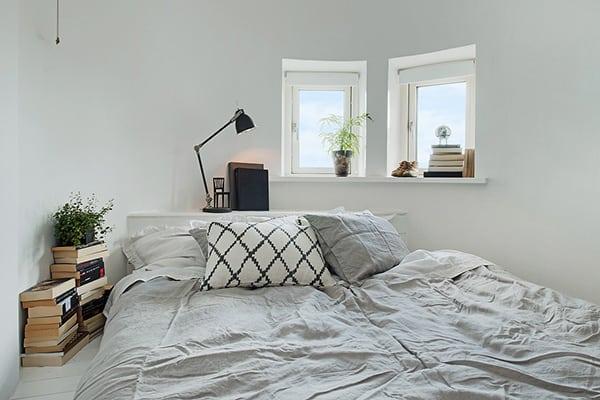 Stylish-Renovated-Apartment-Sweden-27-1 Kindesign