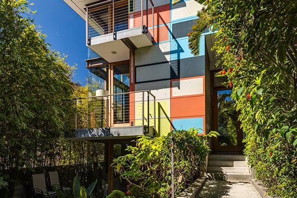 featured posts image for Dramatic and colorful three-story home in Venice Beach