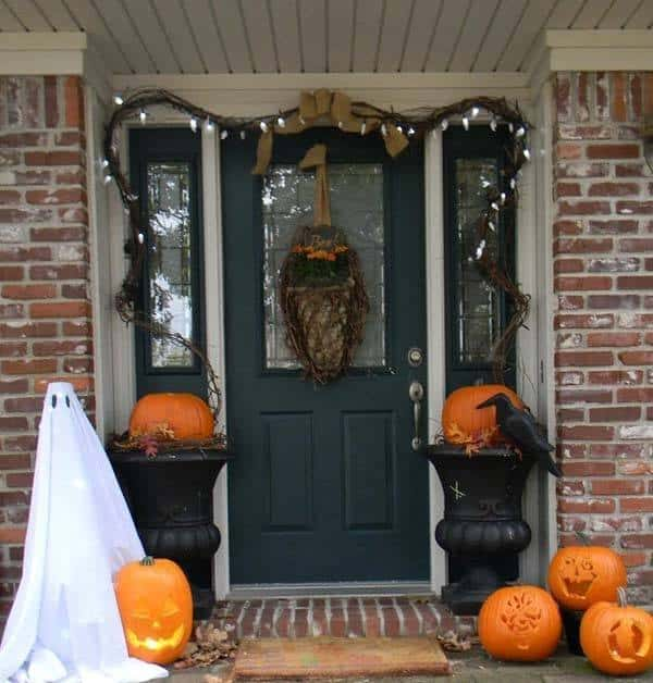Outdoor Halloween Decorating Ideas-32-1 Kindesign