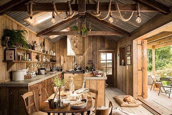 Self-Catering-Rustic-Log-Cabin-Cornwall-01-1 Kindesign