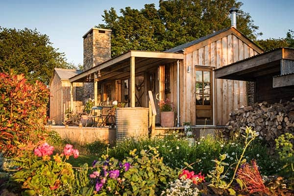 Self-Catering-Rustic-Log-Cabin-Cornwall-23-1 Kindesign