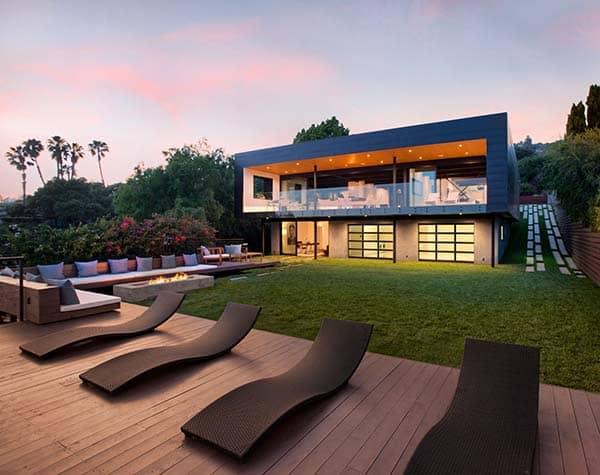 Renovated pad boasting an ultra modern design in santa barbara for Santa barbara style architecture