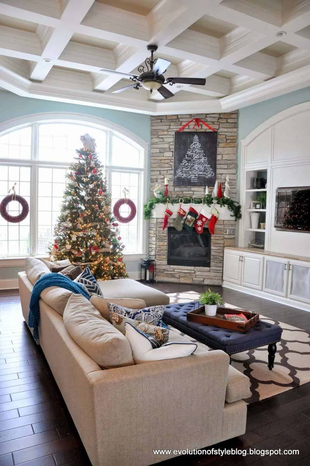 40 christmas decorated spaces to put you in a holiday mood for Small living room ideas with corner fireplace