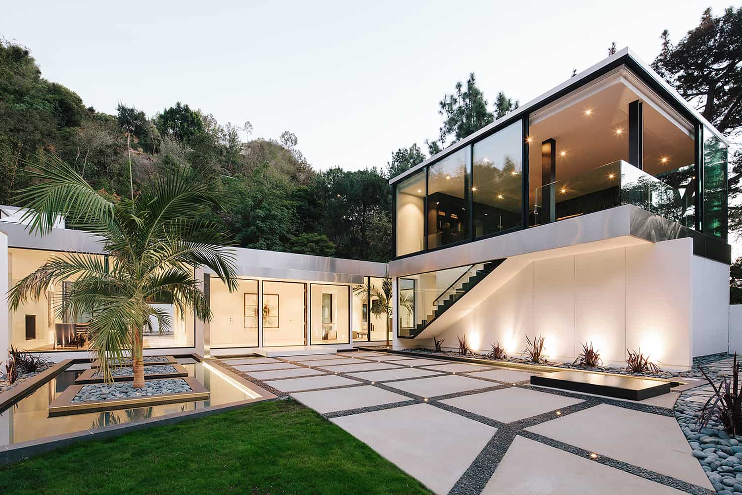 Modern LA home boasts remarkable indoor-outdoor lifestyle