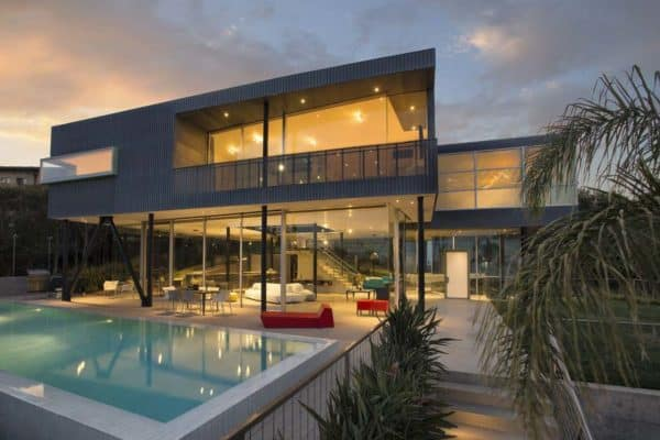 featured posts image for Imposing glass, steel and concrete residence in Pacific Palisades
