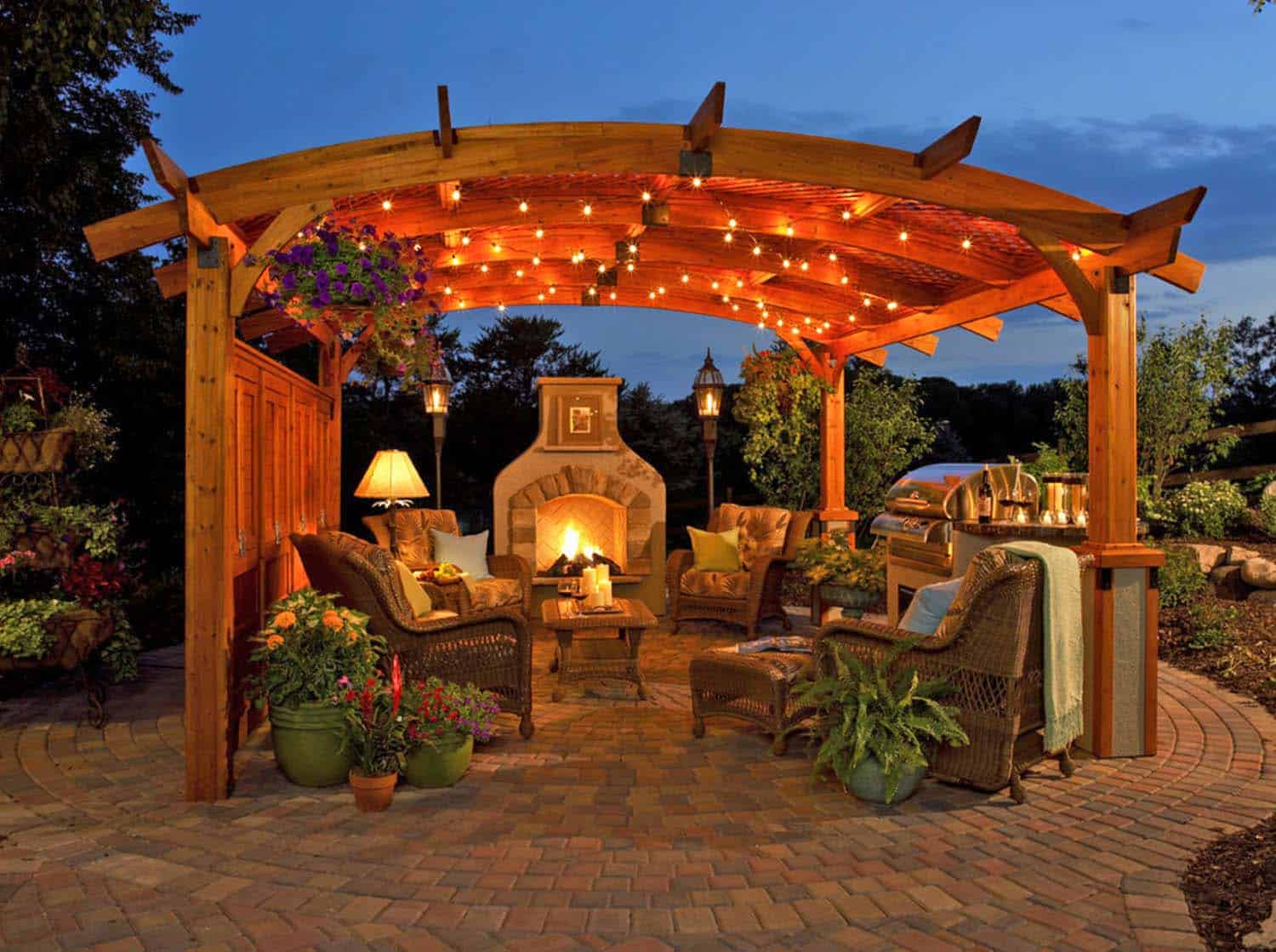 Traditional Outdoor Patio Designs-09-1 Kindesign