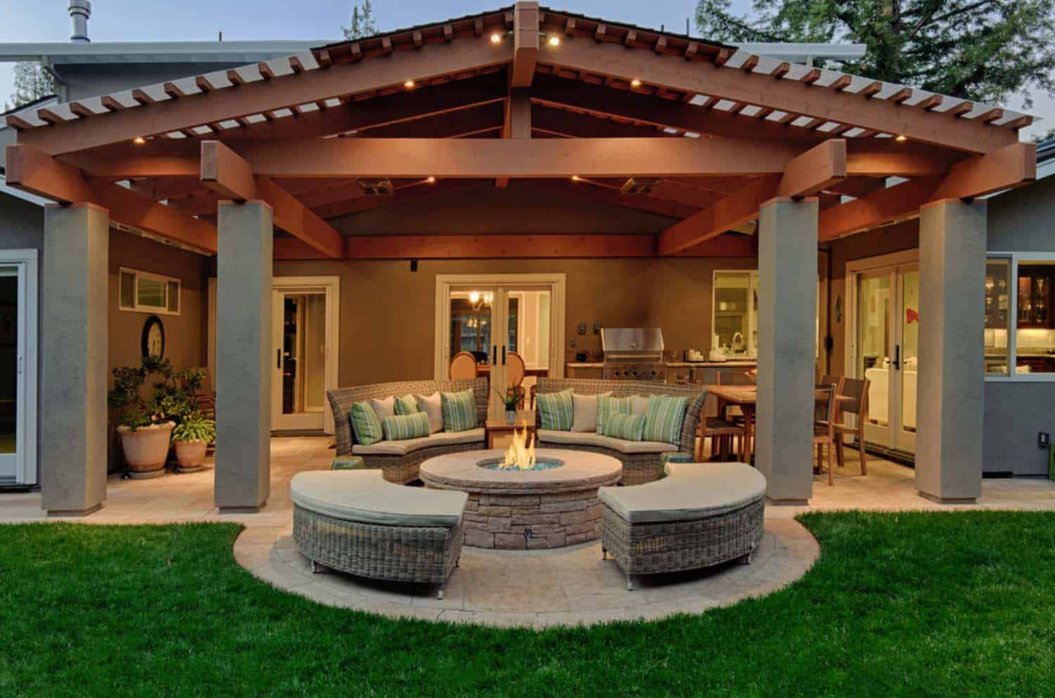 Traditional Outdoor Patio Designs-16-1 Kindesign