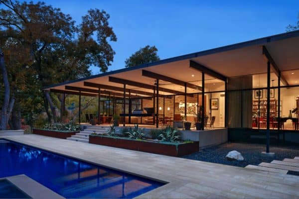 featured posts image for Creekside home of glass and steel infused with warmth in Austin
